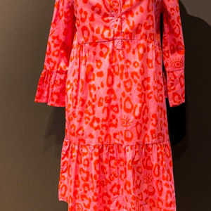 GRACE Kleid mit Leo Muster in rot-pink