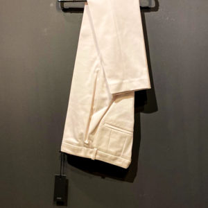 Coole Anzughose von Drykorn für Damen in wollweiß - Baumwolle-Polyester Mischung.