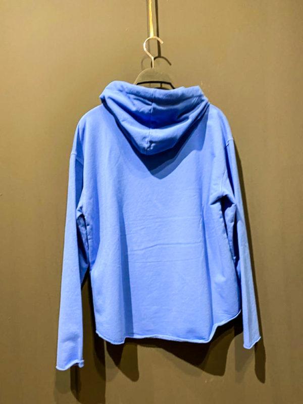 """GRACE Sweatshirt für Damen in blau mit """"WHITE_HOODIE X JEANS / SNEAKERS"""" Aufdruck in weiß."""
