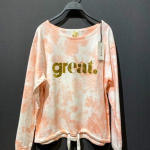 """GRACE Sweatshirt für Damen mit Batikmuster in rosa-weiss und goldenem """"GREAT"""" Aufdruck."""