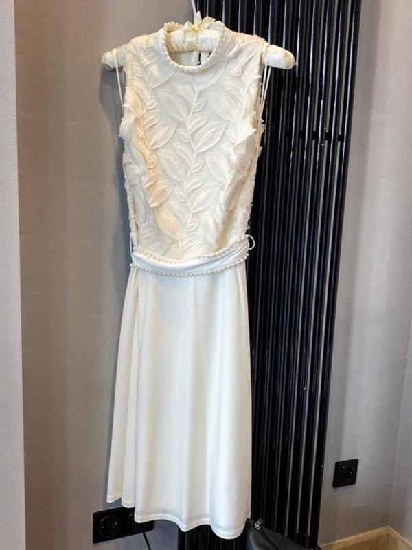 Ana Alcazar weisses kurzes Kleid mit Perlen Modell Zawy